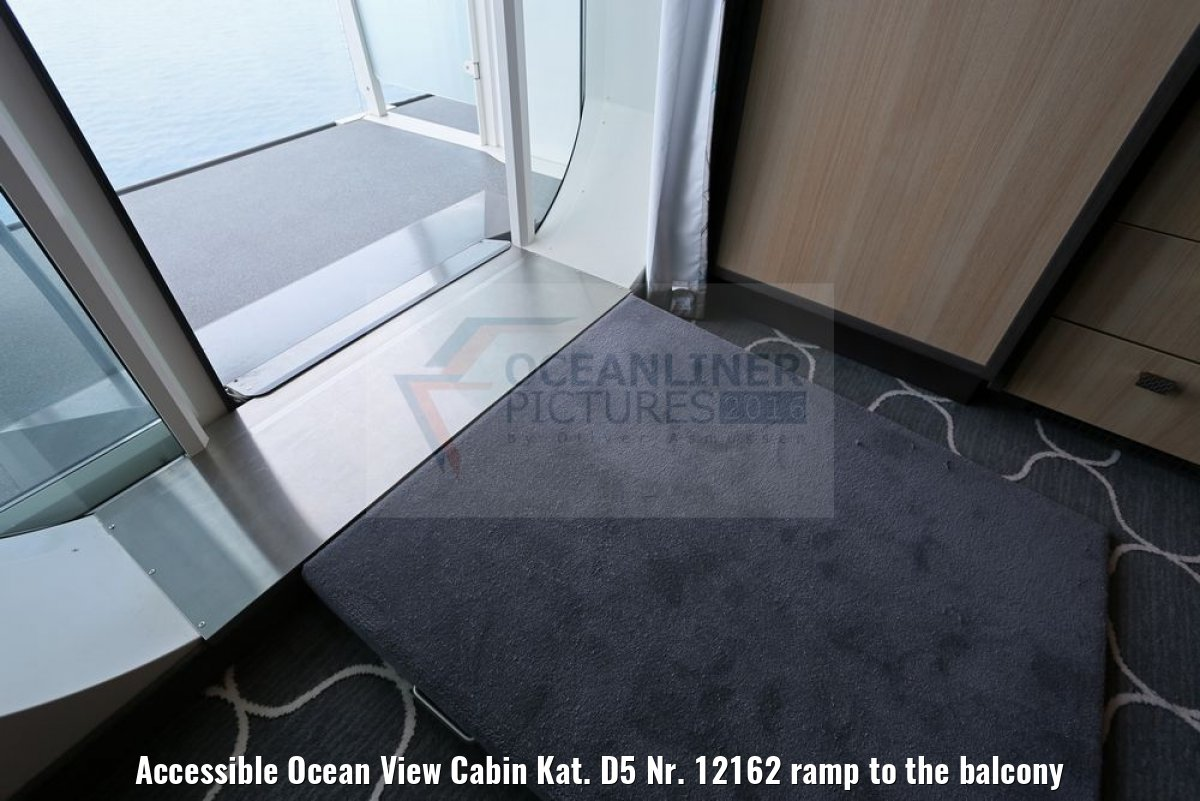 Accessible Ocean View Cabin Kat. D5 Nr. 12162 ramp to the balcony