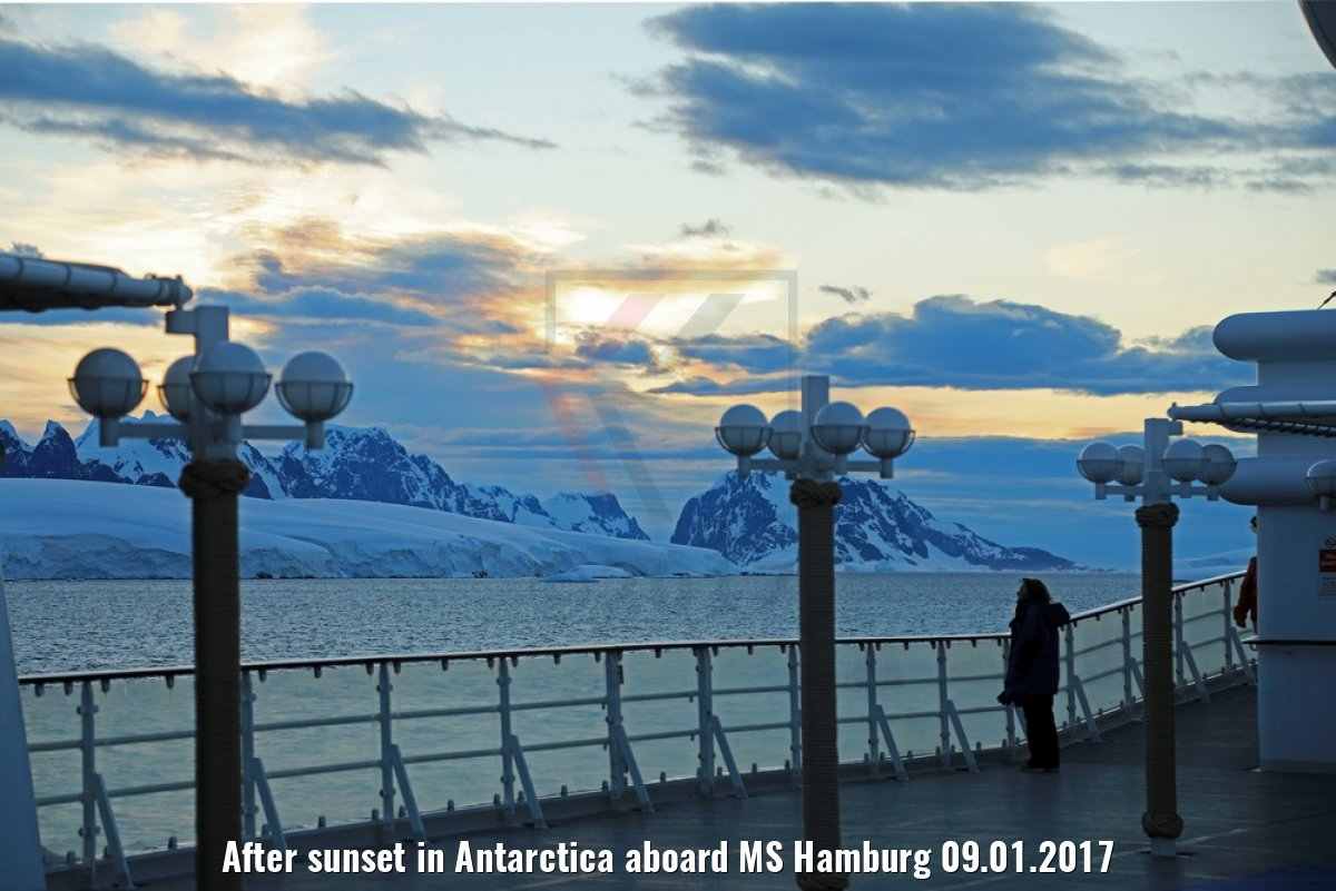 After sunset in Antarctica aboard MS Hamburg 09.01.2017