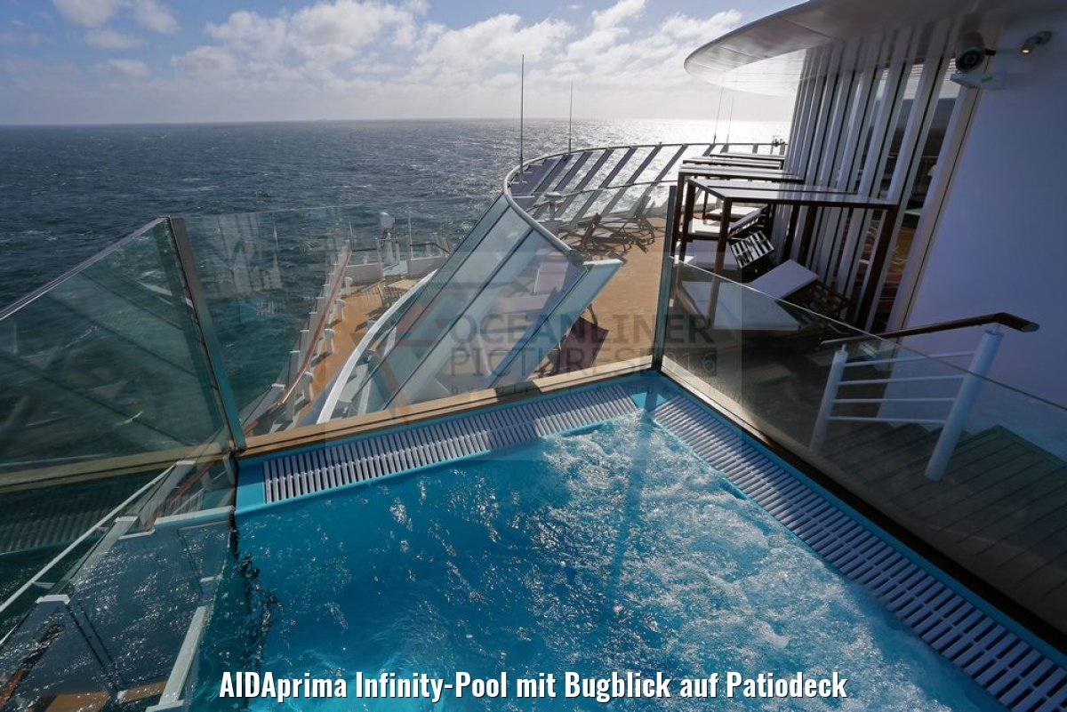 AIDAprima Infinity-Pool mit Bugblick auf Patiodeck