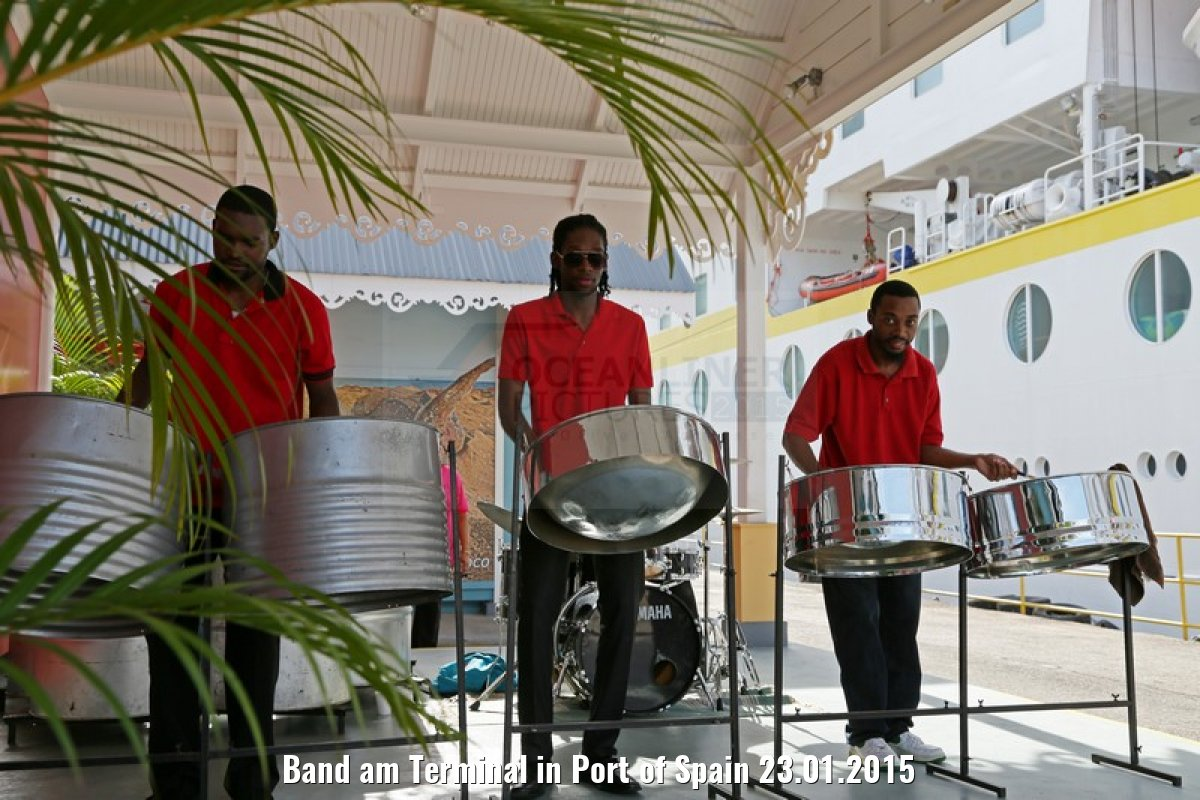 Band am Terminal in Port of Spain 23.01.2015