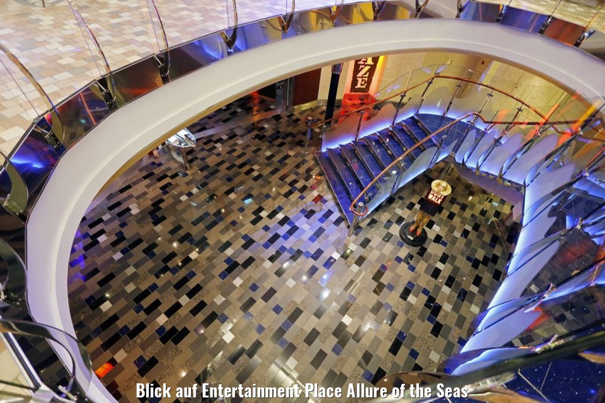 Blick auf Entertainment Place Allure of the Seas