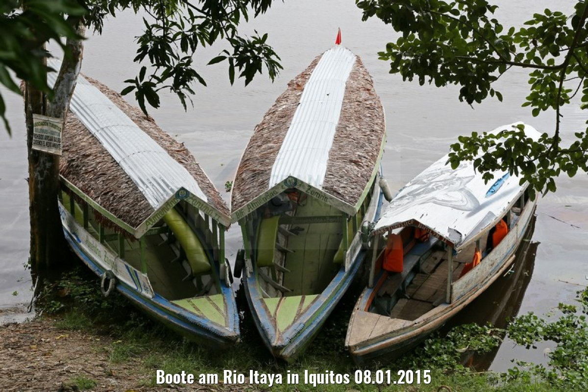 Boote am Rio Itaya in Iquitos 08.01.2015