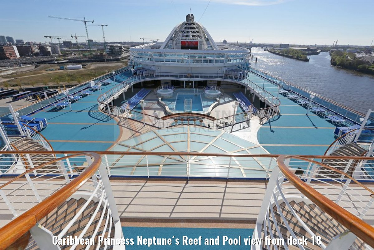 Caribbean Princess Neptune´s Reef and Pool view from deck 18