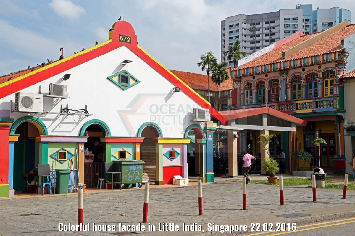 Colorful house facade in Little India, Singapore 22.02.2016