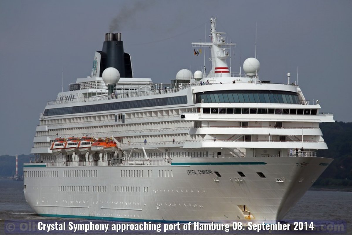 Crystal Symphony approaching port of Hamburg 08. September 2014