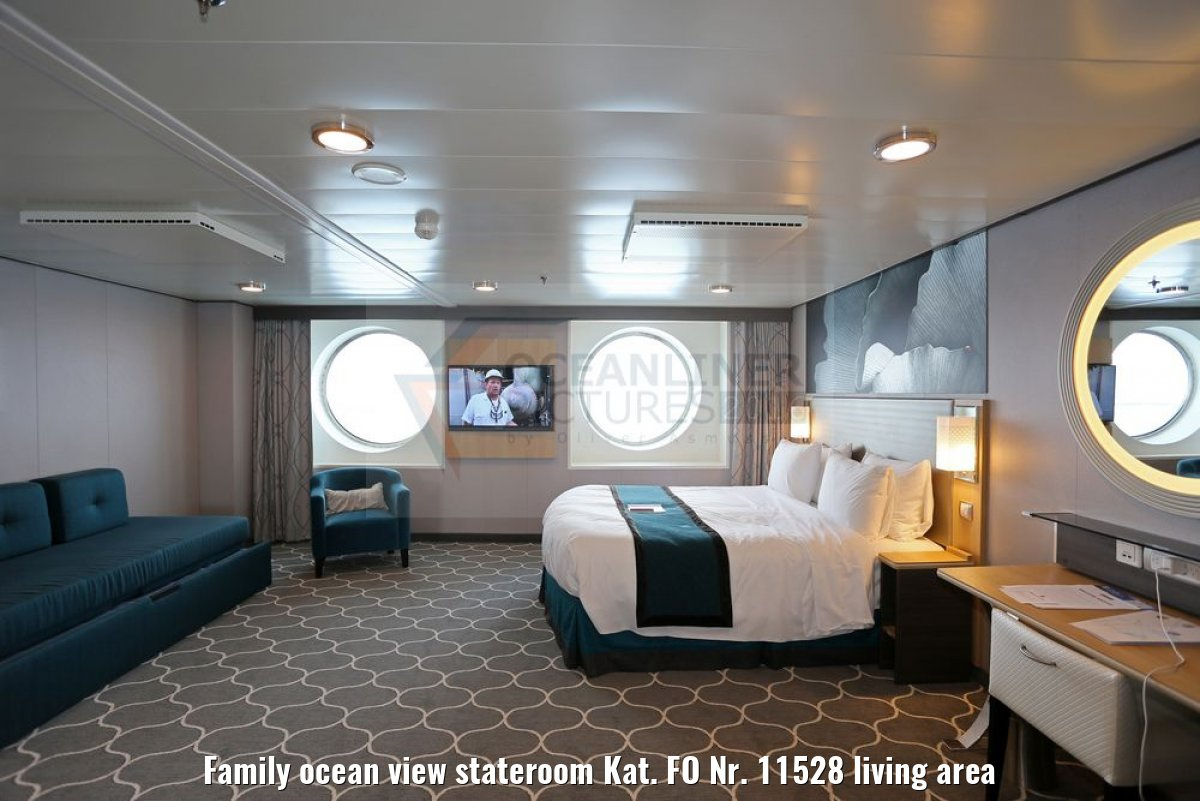 Family ocean view stateroom Kat. FO Nr. 11528 living area
