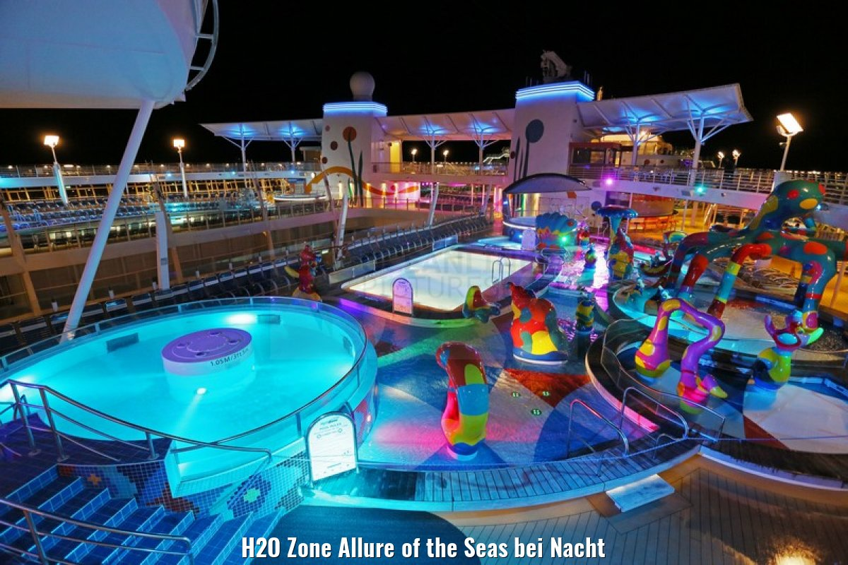 H2O Zone Allure of the Seas bei Nacht