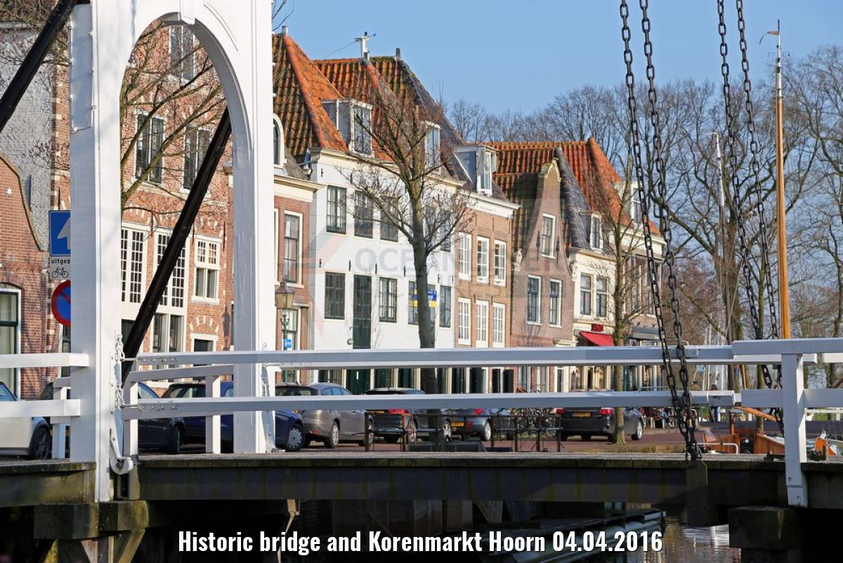 Historic bridge and Korenmarkt Hoorn 04.04.2016