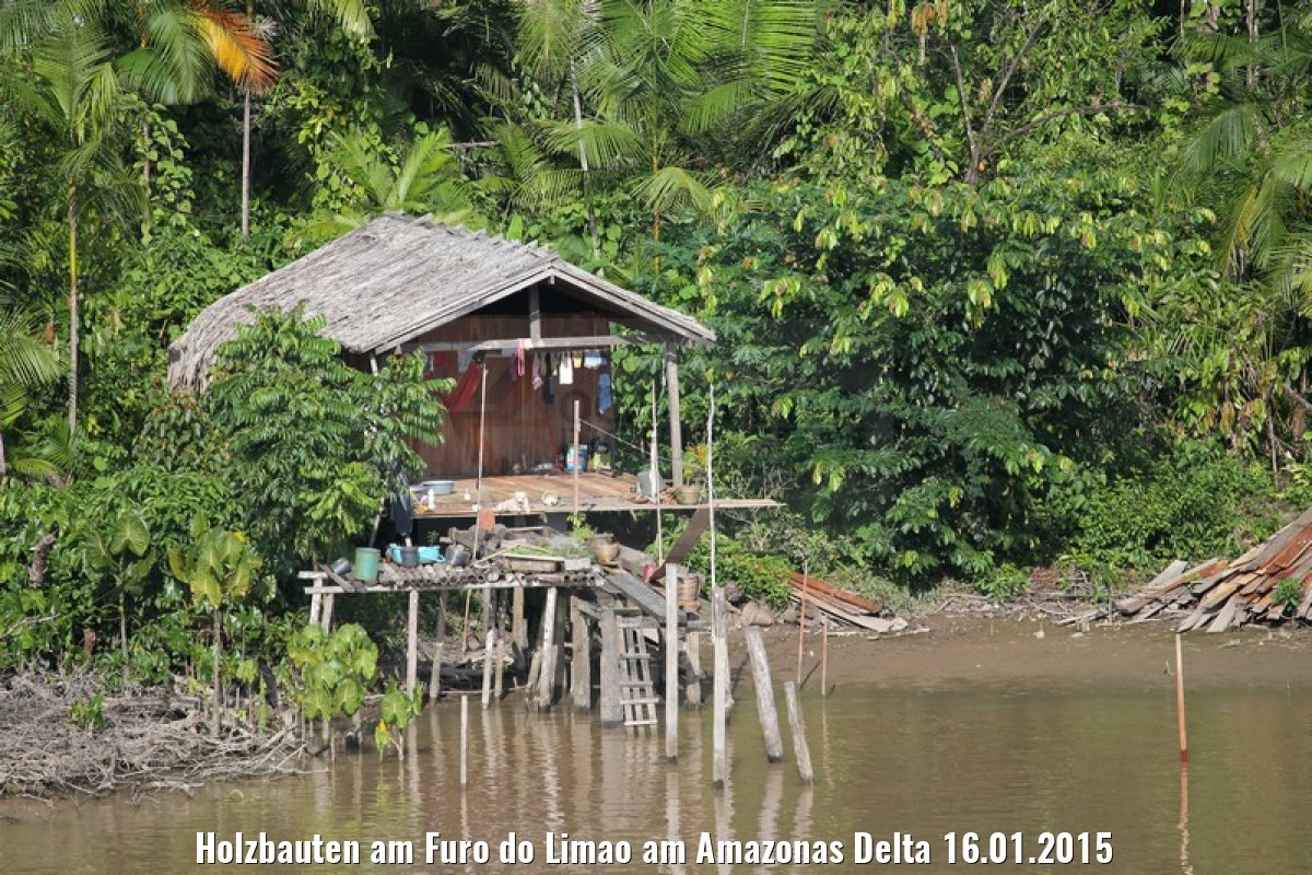 Holzbauten am Furo do Limao am Amazonas Delta 16.01.2015