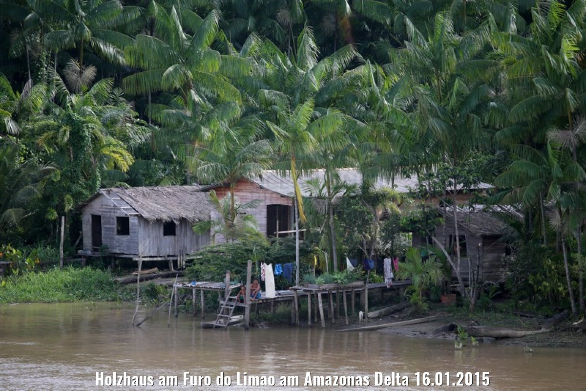 Holzhaus am Furo do Limao am Amazonas Delta 16.01.2015