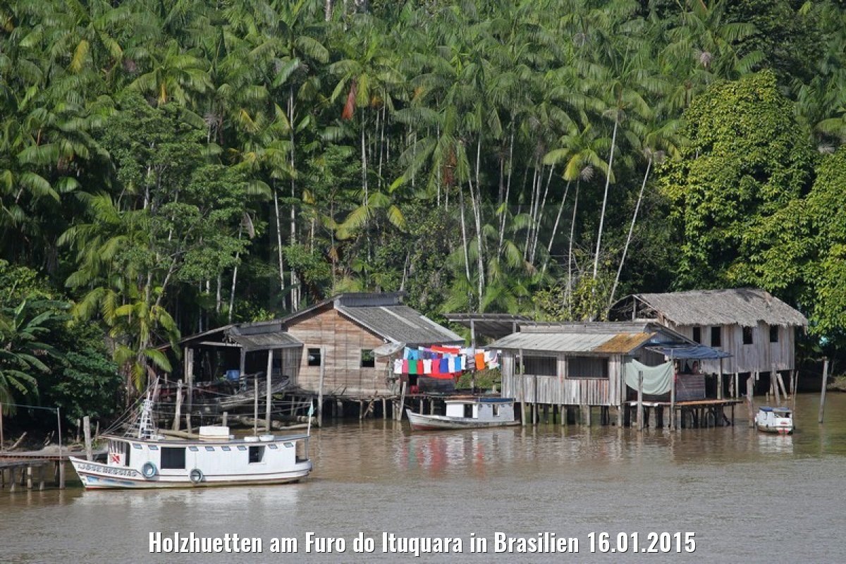 Holzhuetten am Furo do Ituquara in Brasilien 16.01.2015