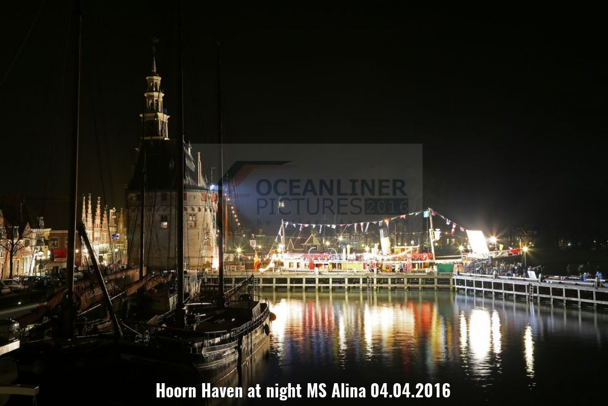 Hoorn Haven at night MS Alina 04.04.2016