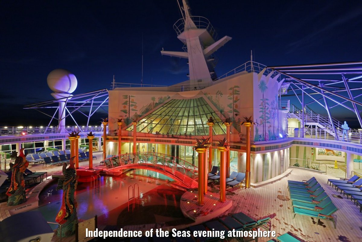 Independence of the Seas evening atmosphere