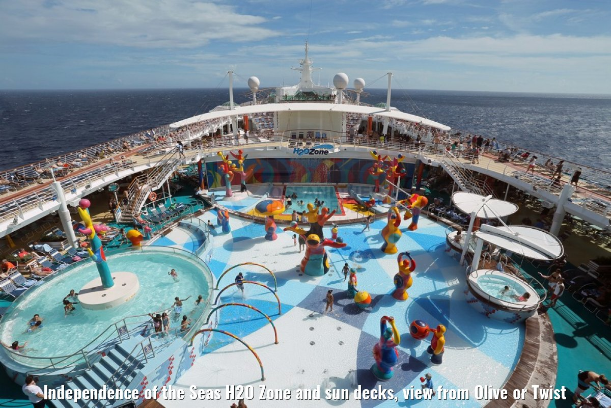 Independence of the Seas H2O Zone and sun decks, view from Olive or Twist