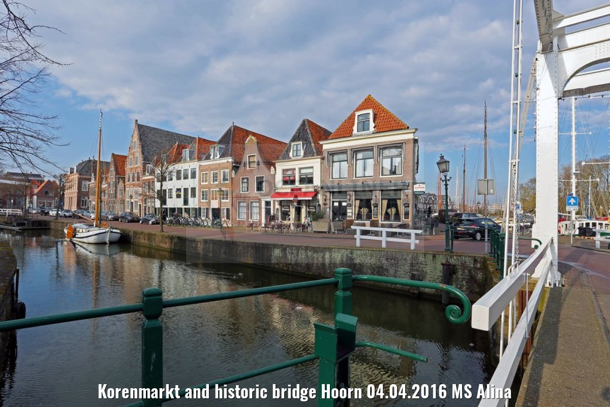 Korenmarkt and historic bridge Hoorn 04.04.2016 MS Alina