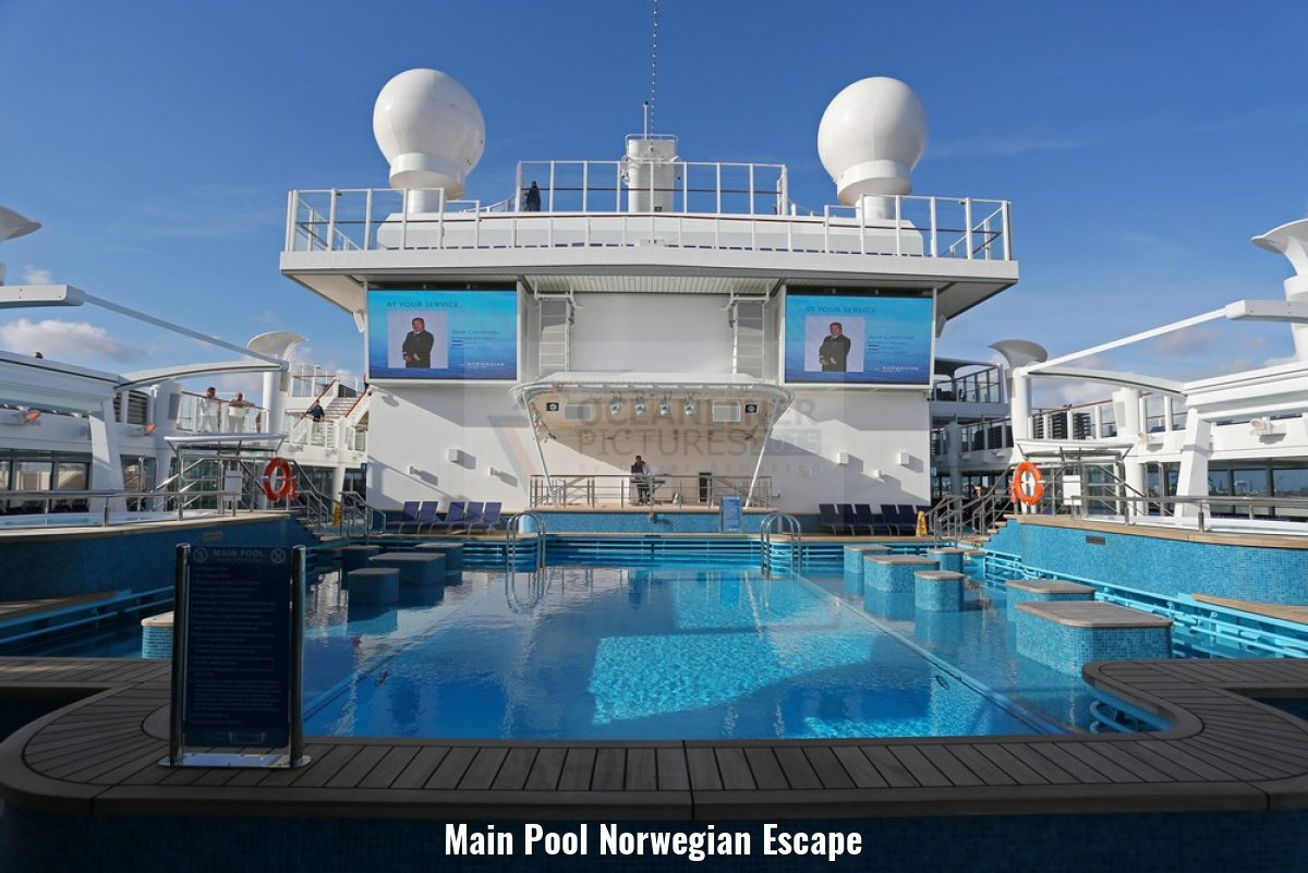 Main Pool Norwegian Escape