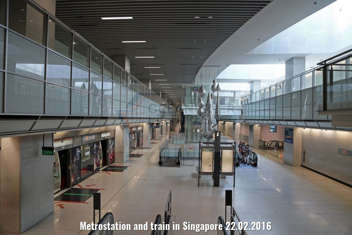 Metrostation and train in Singapore 22.02.2016