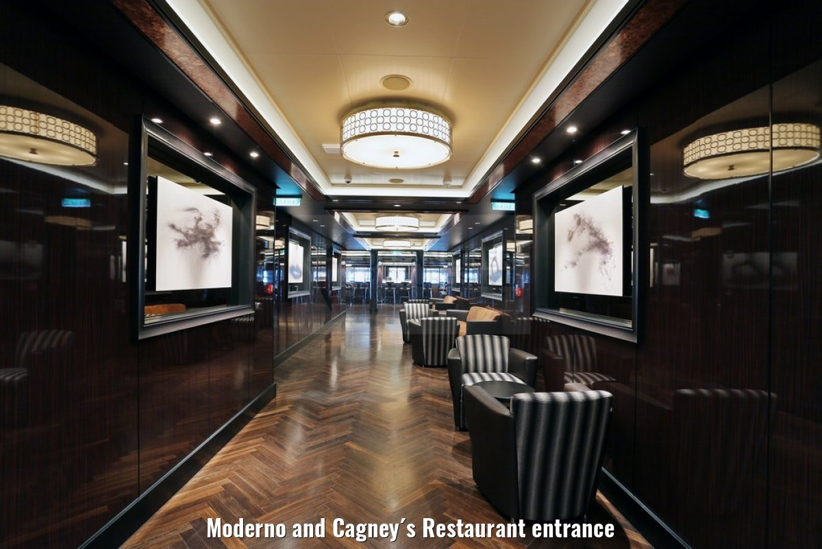 Moderno and Cagney´s Restaurant entrance