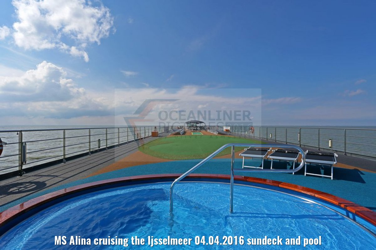 MS Alina cruising the Ijsselmeer 04.04.2016 sundeck and pool