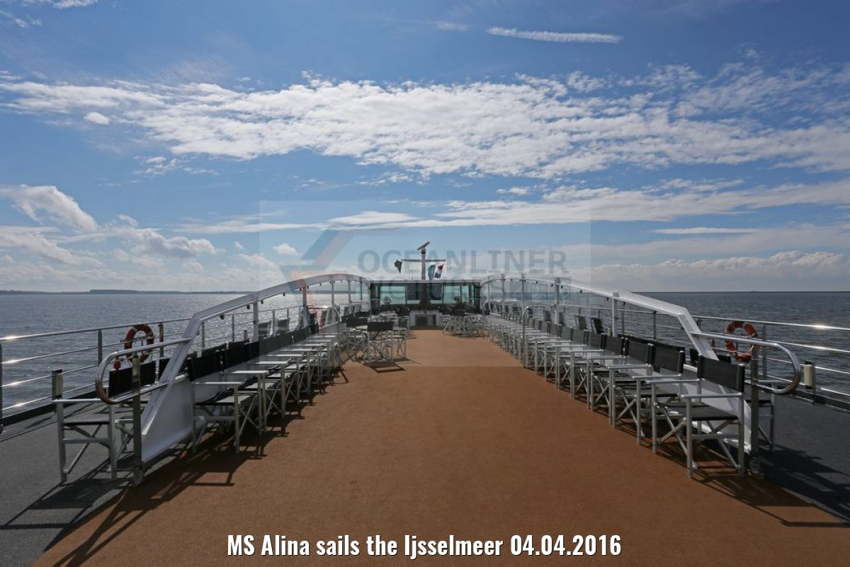 MS Alina sails the Ijsselmeer 04.04.2016