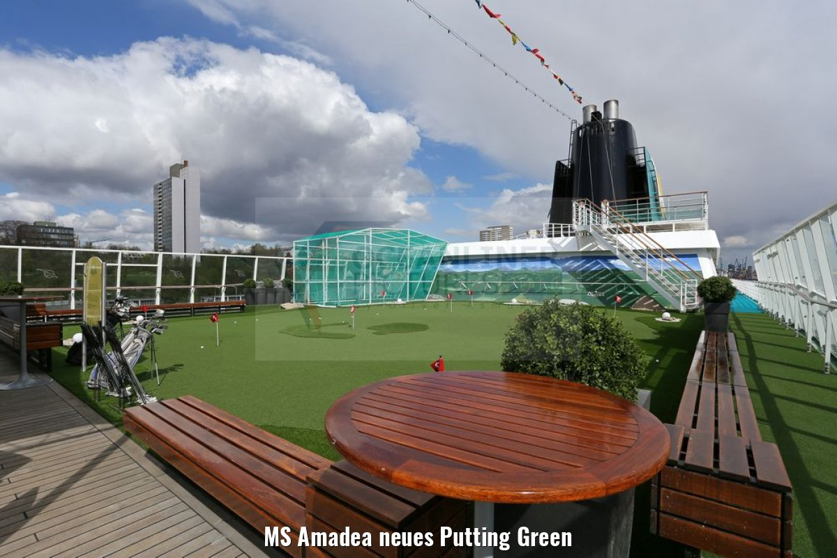 MS Amadea neues Putting Green