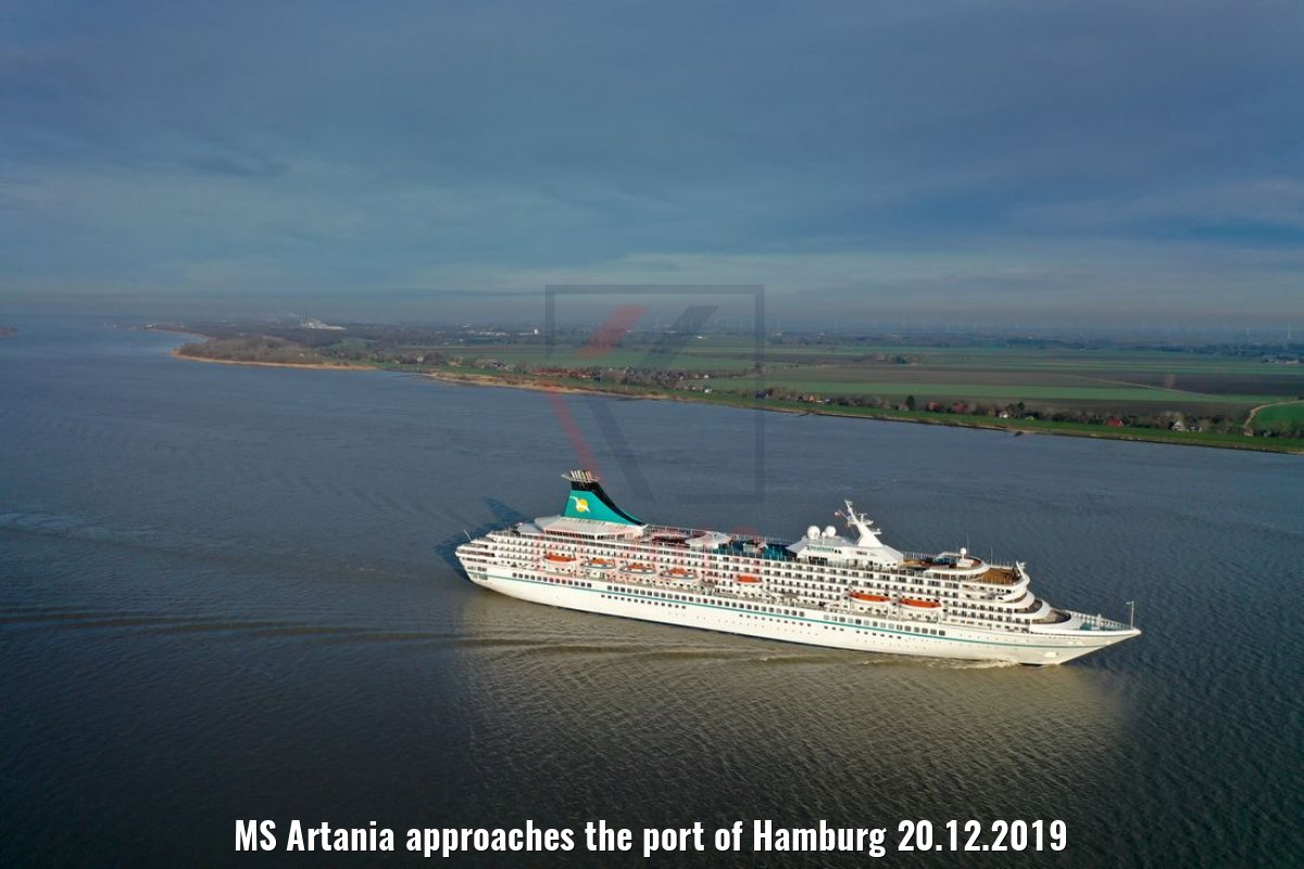 MS Artania approaches the port of Hamburg 20.12.2019
