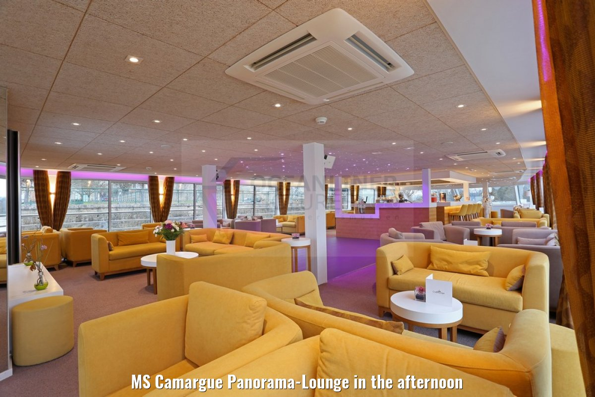 MS Camargue Panorama-Lounge in the afternoon