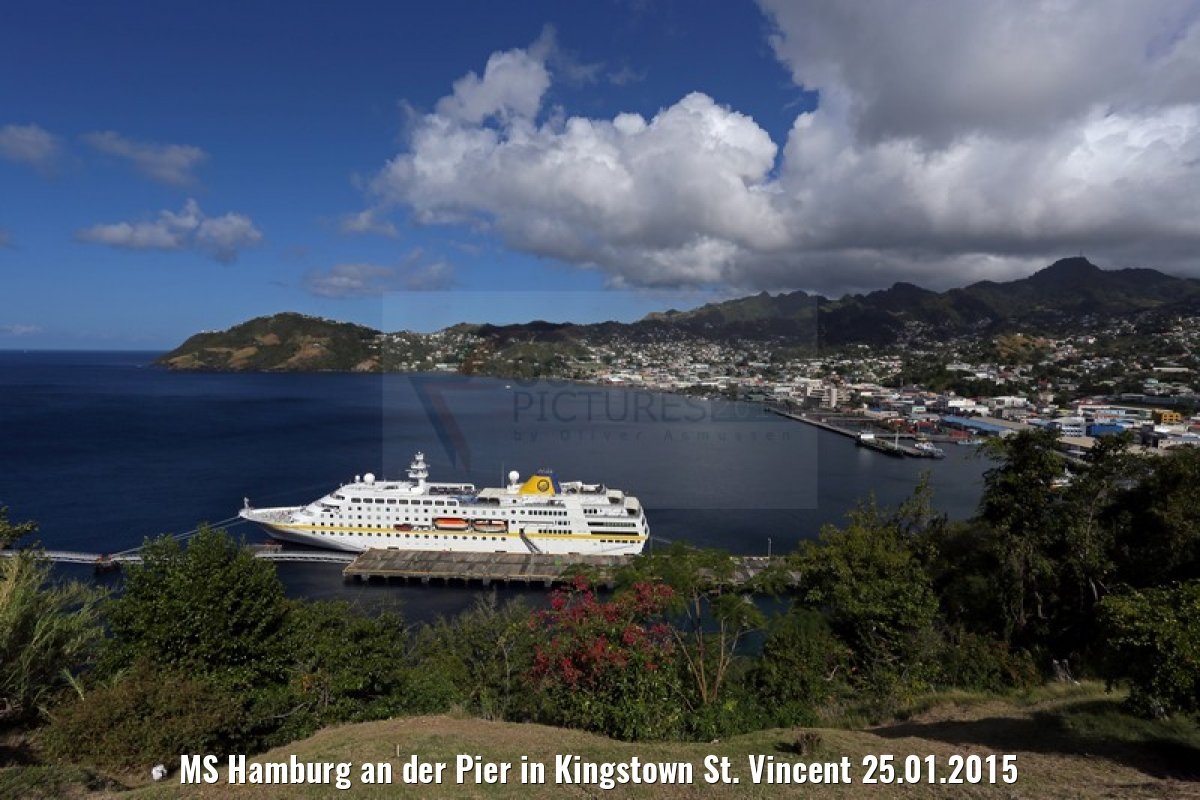 MS Hamburg an der Pier in Kingstown St. Vincent 25.01.2015