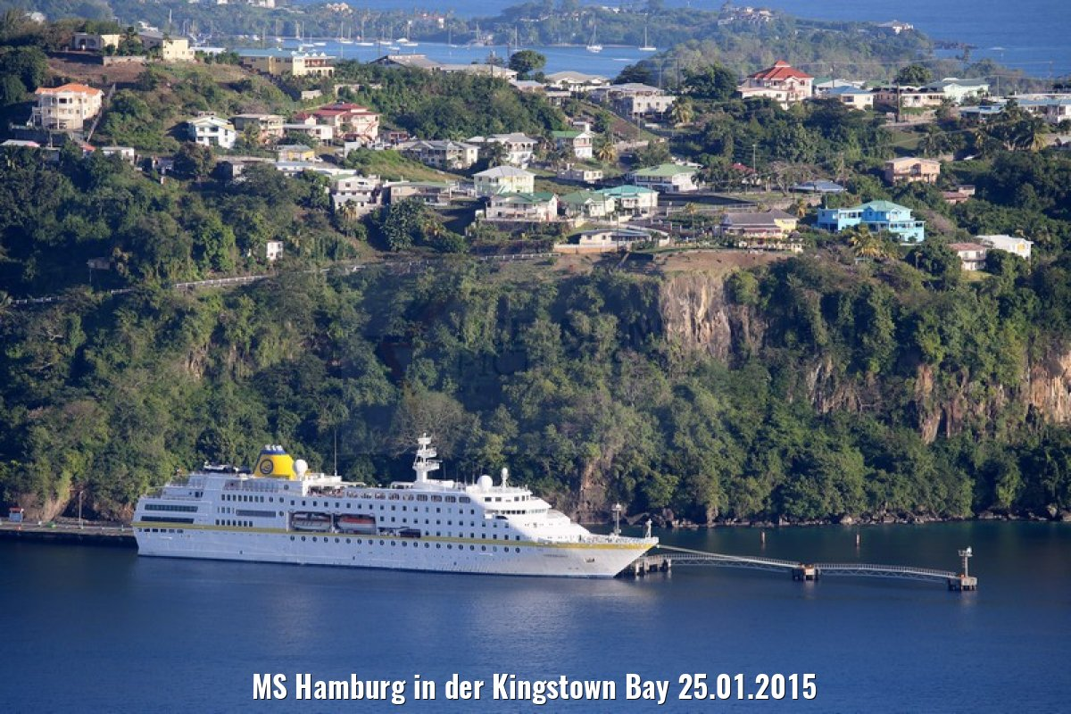 MS Hamburg in der Kingstown Bay 25.01.2015
