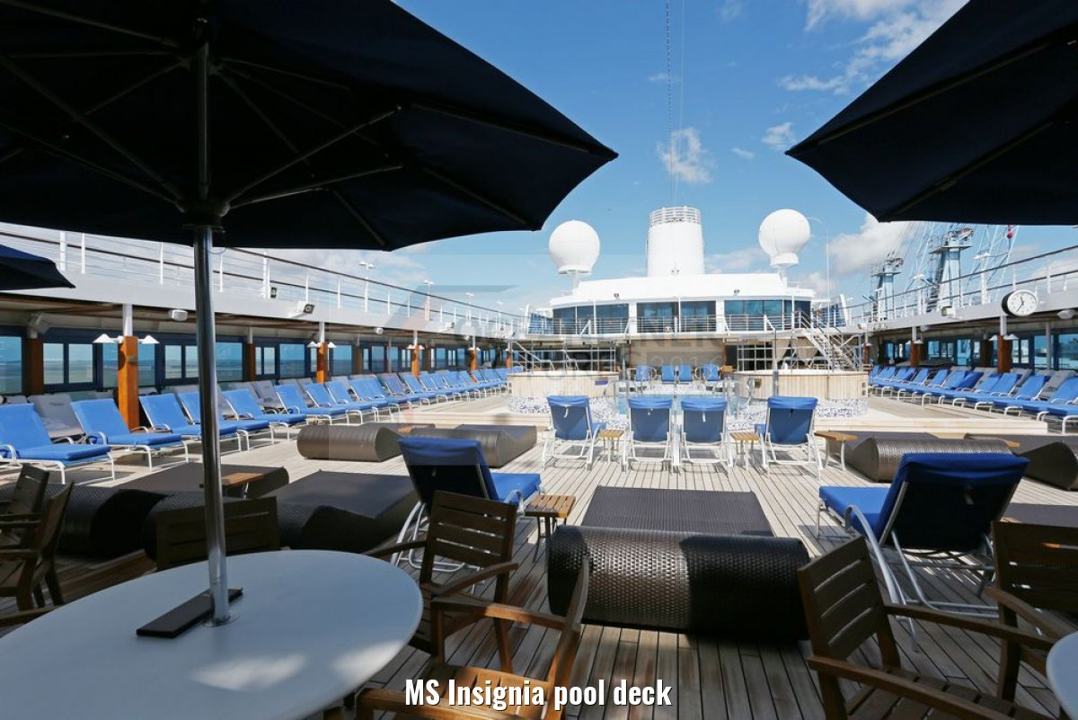 MS Insignia pool deck