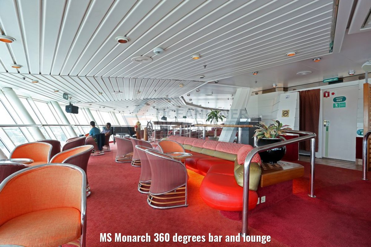 MS Monarch 360 degrees bar and lounge