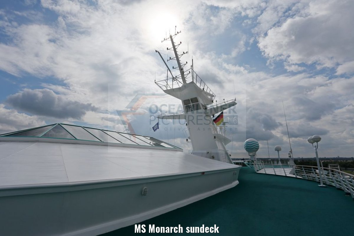 MS Monarch sundeck