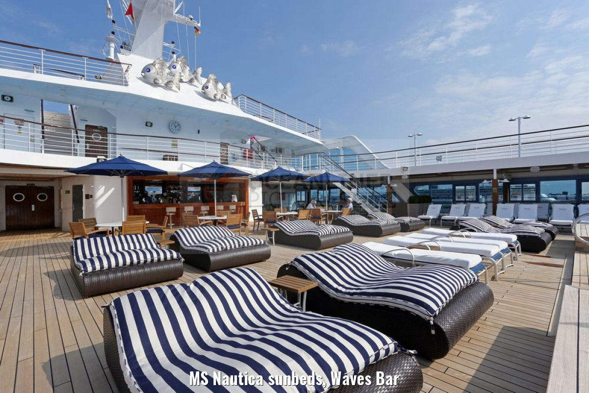 MS Nautica sunbeds, Waves Bar