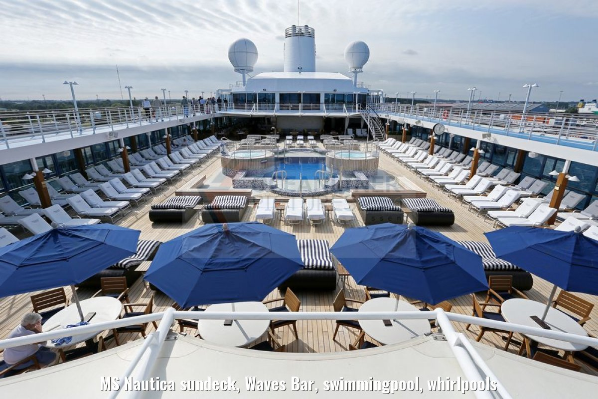 MS Nautica sundeck, Waves Bar, swimmingpool, whirlpools