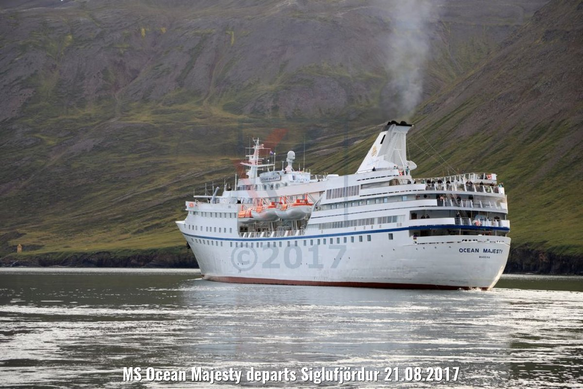 MS Ocean Majesty departs Siglufjördur 21.08.2017