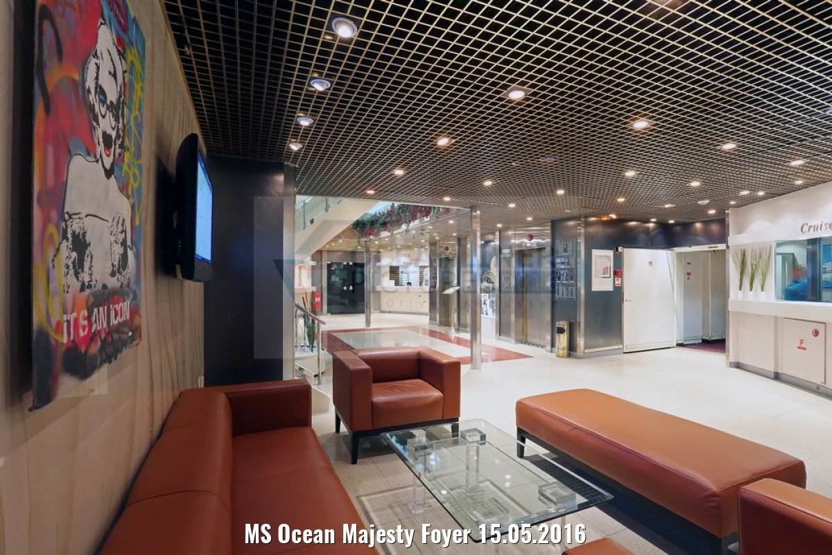 MS Ocean Majesty Foyer 15.05.2016