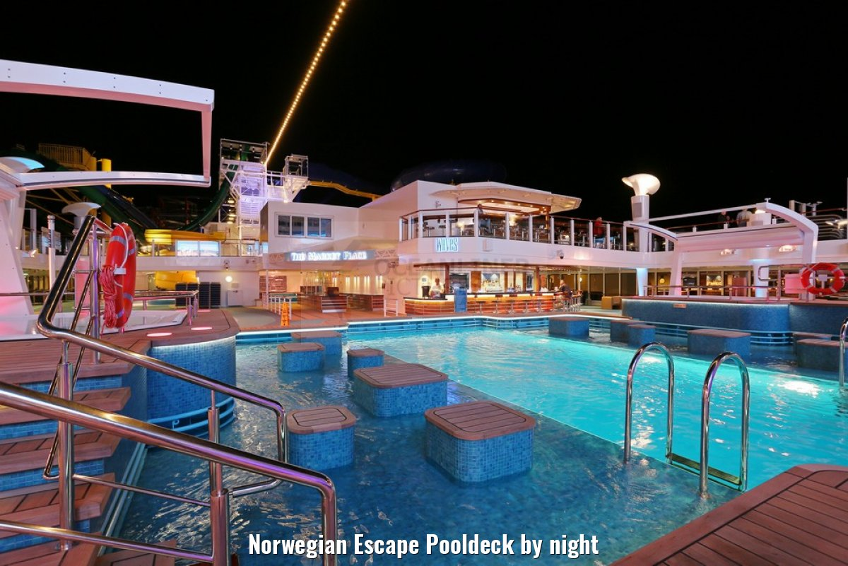 Norwegian Escape Pooldeck by night