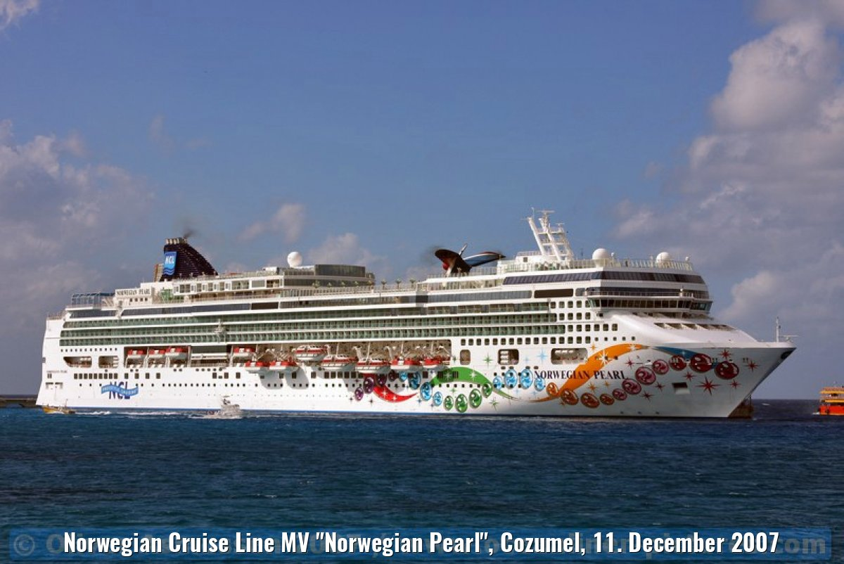 "Norwegian Cruise Line MV ""Norwegian Pearl"", Cozumel, 11. December 2007"