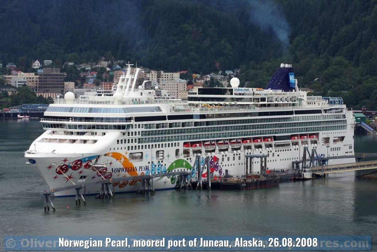 Norwegian Pearl, moored port of Juneau, Alaska, 26.08.2008