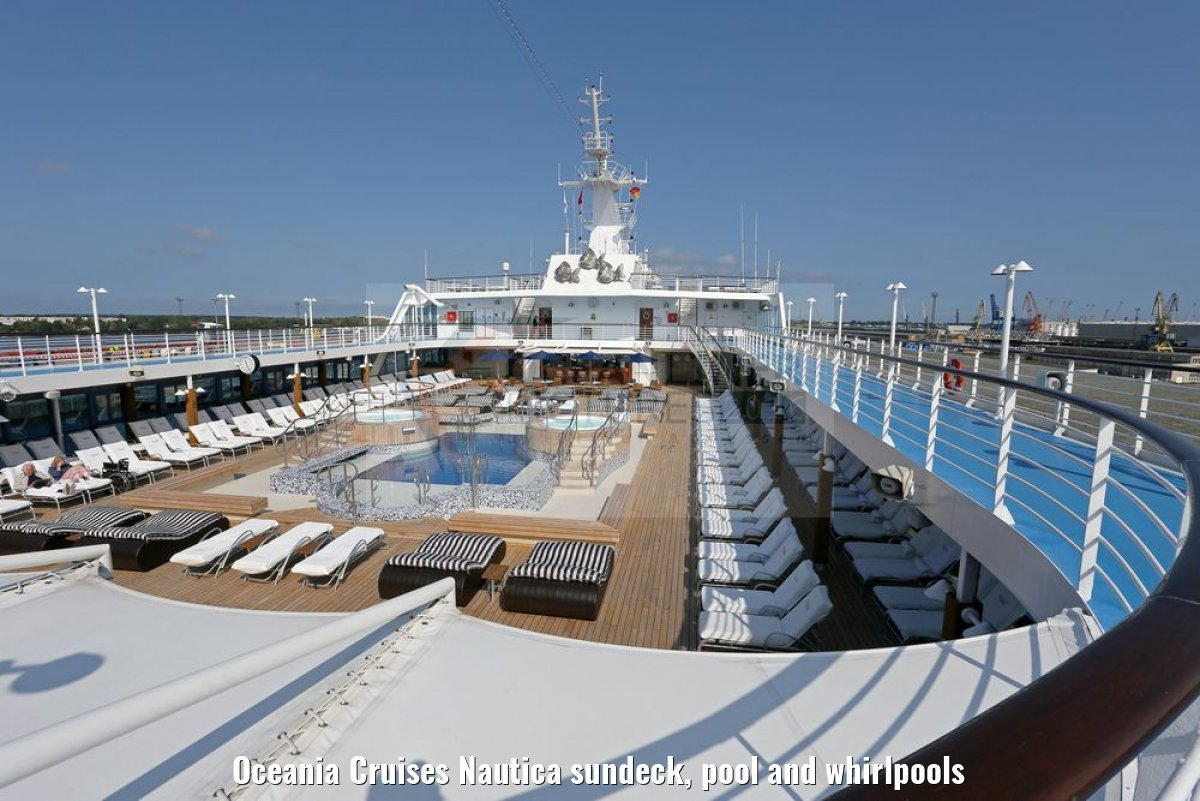 Oceania Cruises Nautica sundeck, pool and whirlpools
