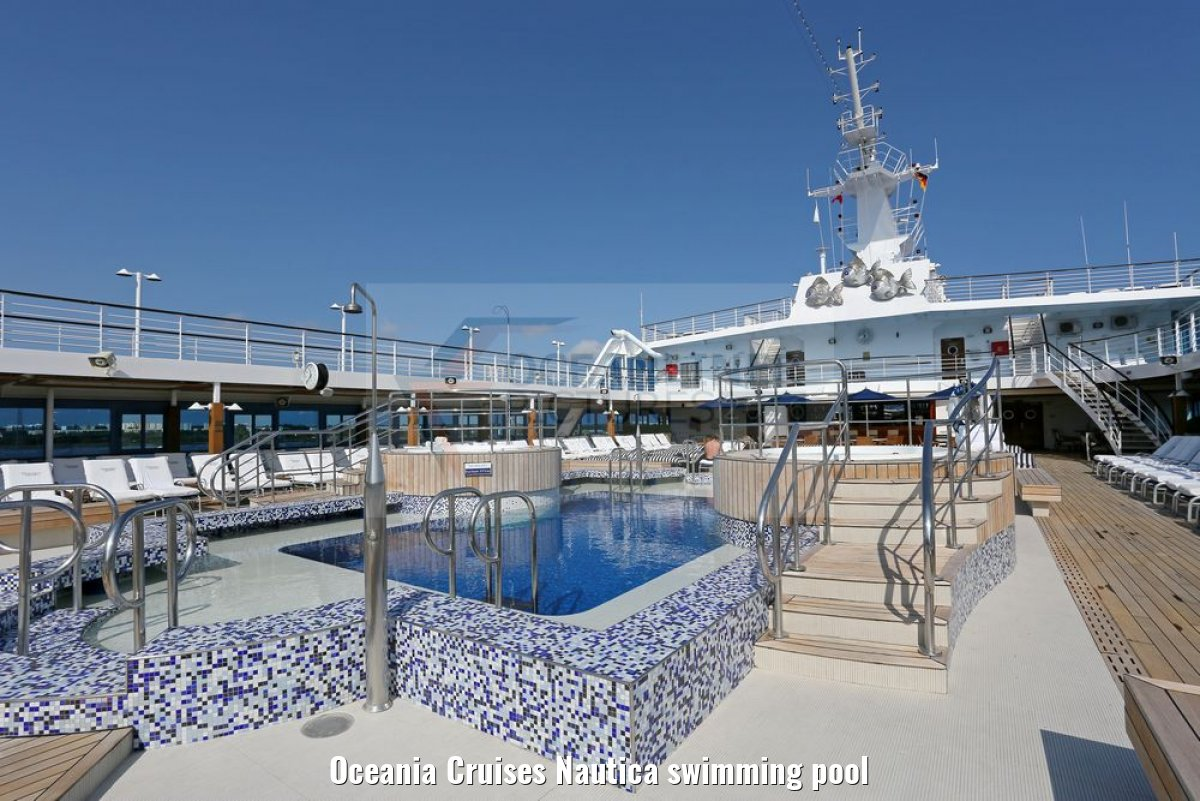 Oceania Cruises Nautica swimming pool