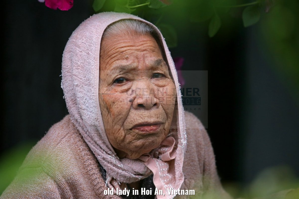 old lady in Hoi An, Vietnam