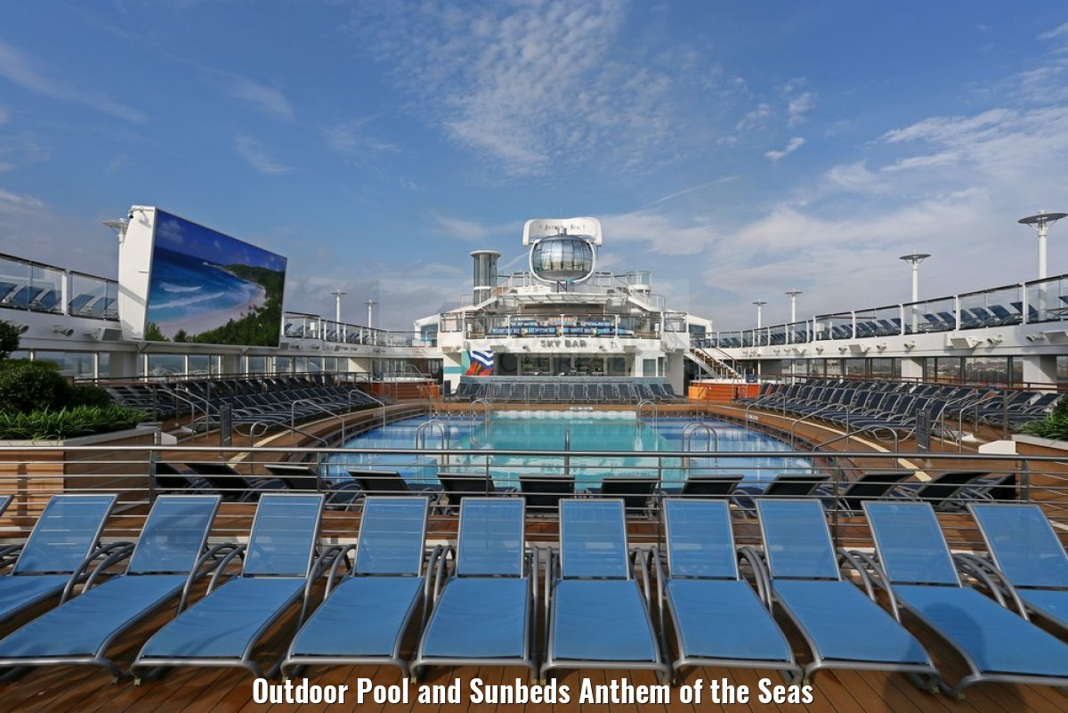 Outdoor Pool and Sunbeds Anthem of the Seas