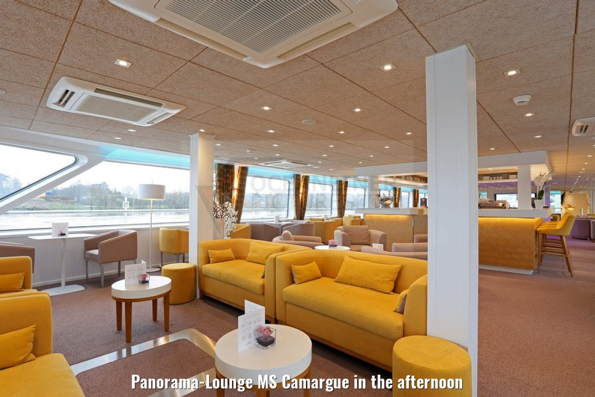 Panorama-Lounge MS Camargue in the afternoon