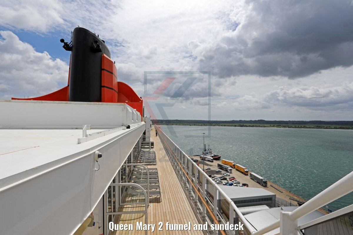 Queen Mary 2 funnel and sundeck