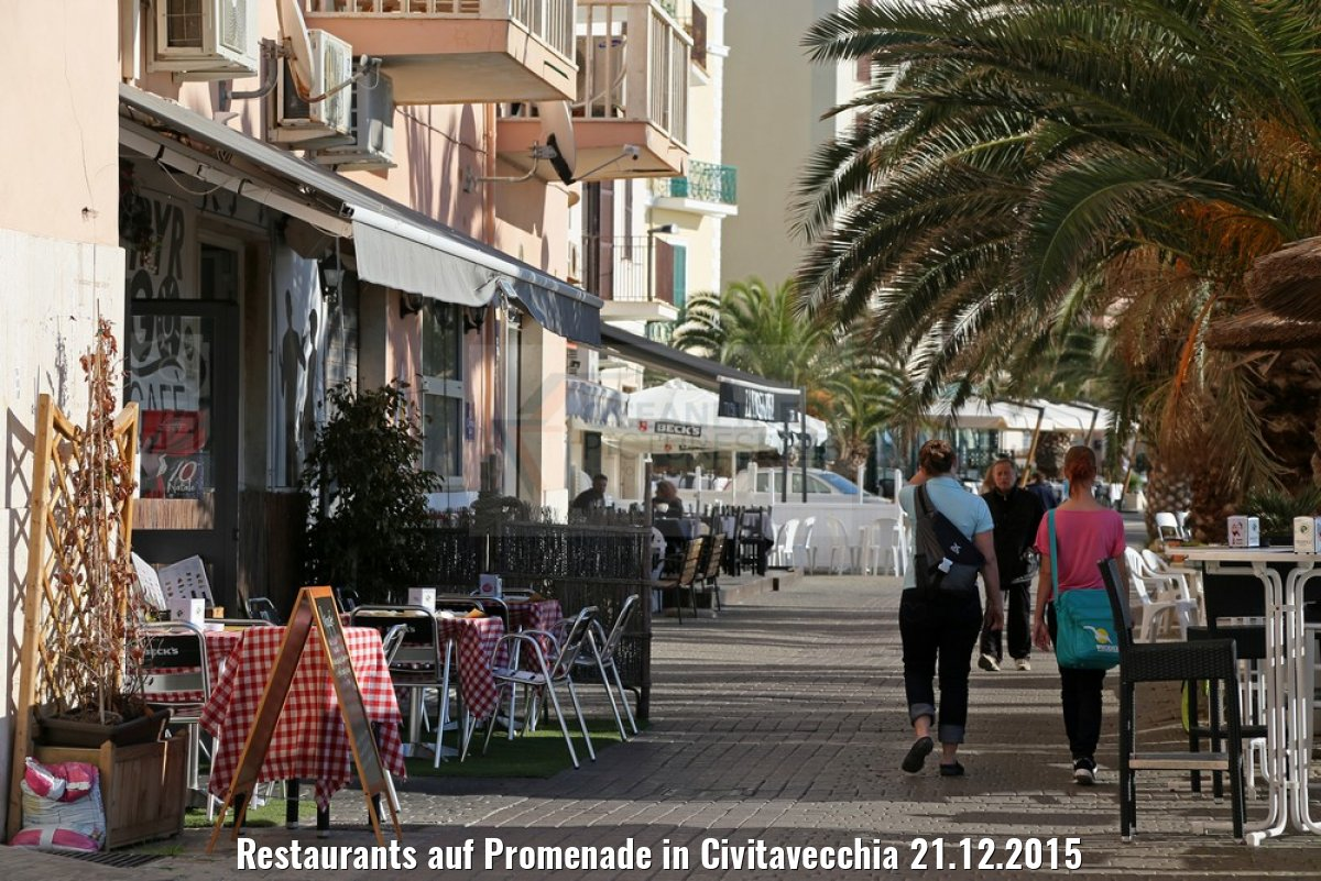 Restaurants auf Promenade in Civitavecchia 21.12.2015
