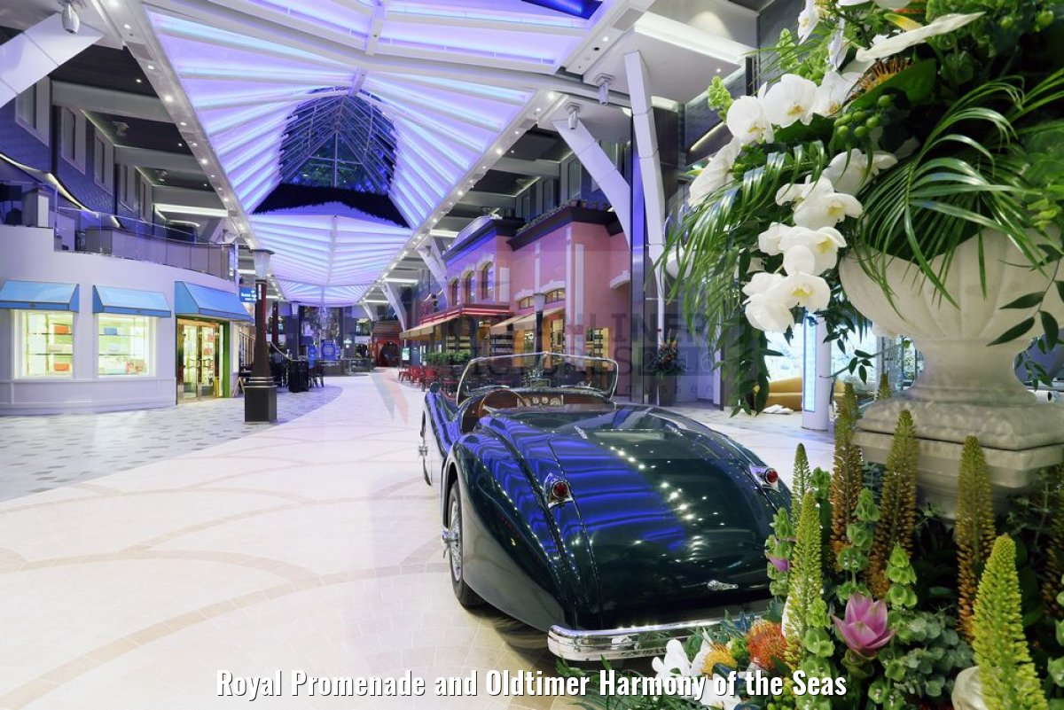 Royal Promenade and Oldtimer Harmony of the Seas