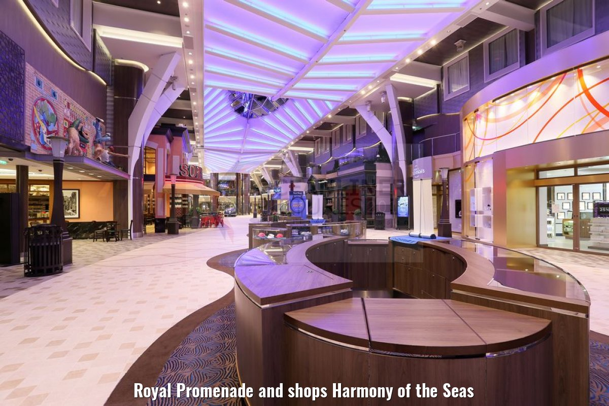 Royal Promenade and shops Harmony of the Seas