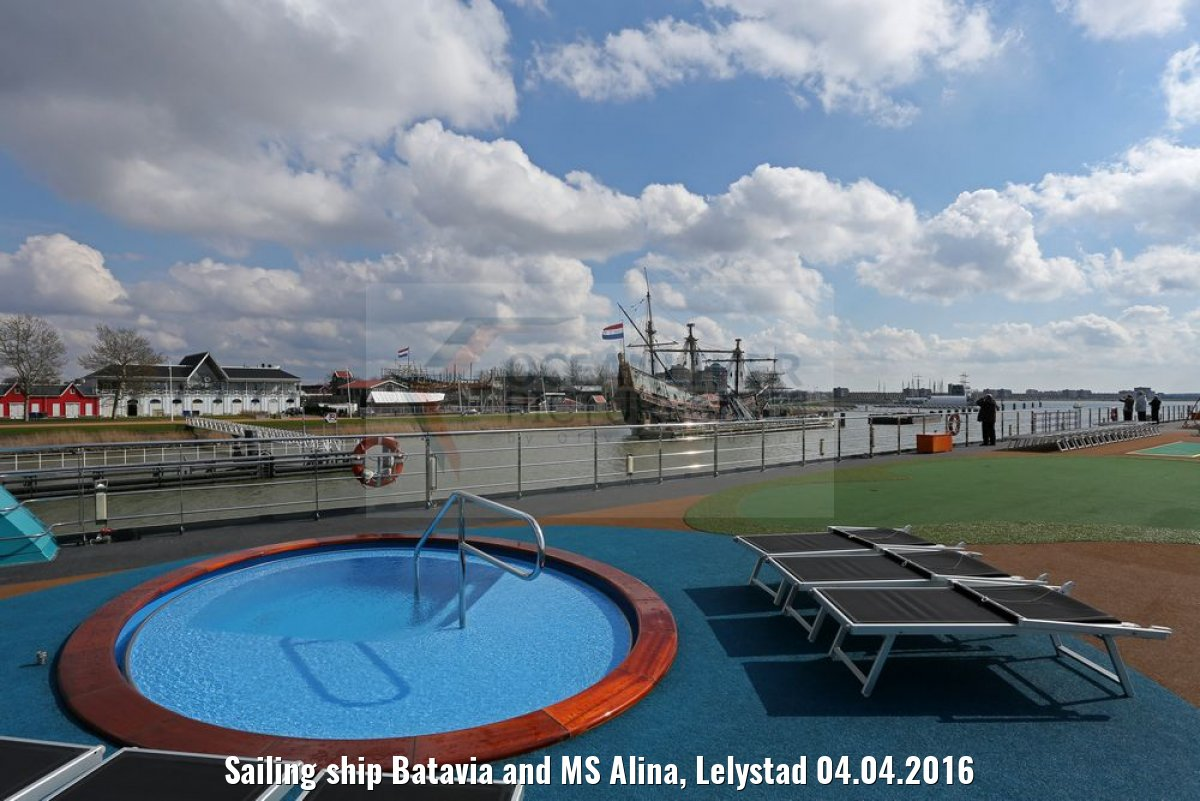 Sailing ship Batavia and MS Alina, Lelystad 04.04.2016