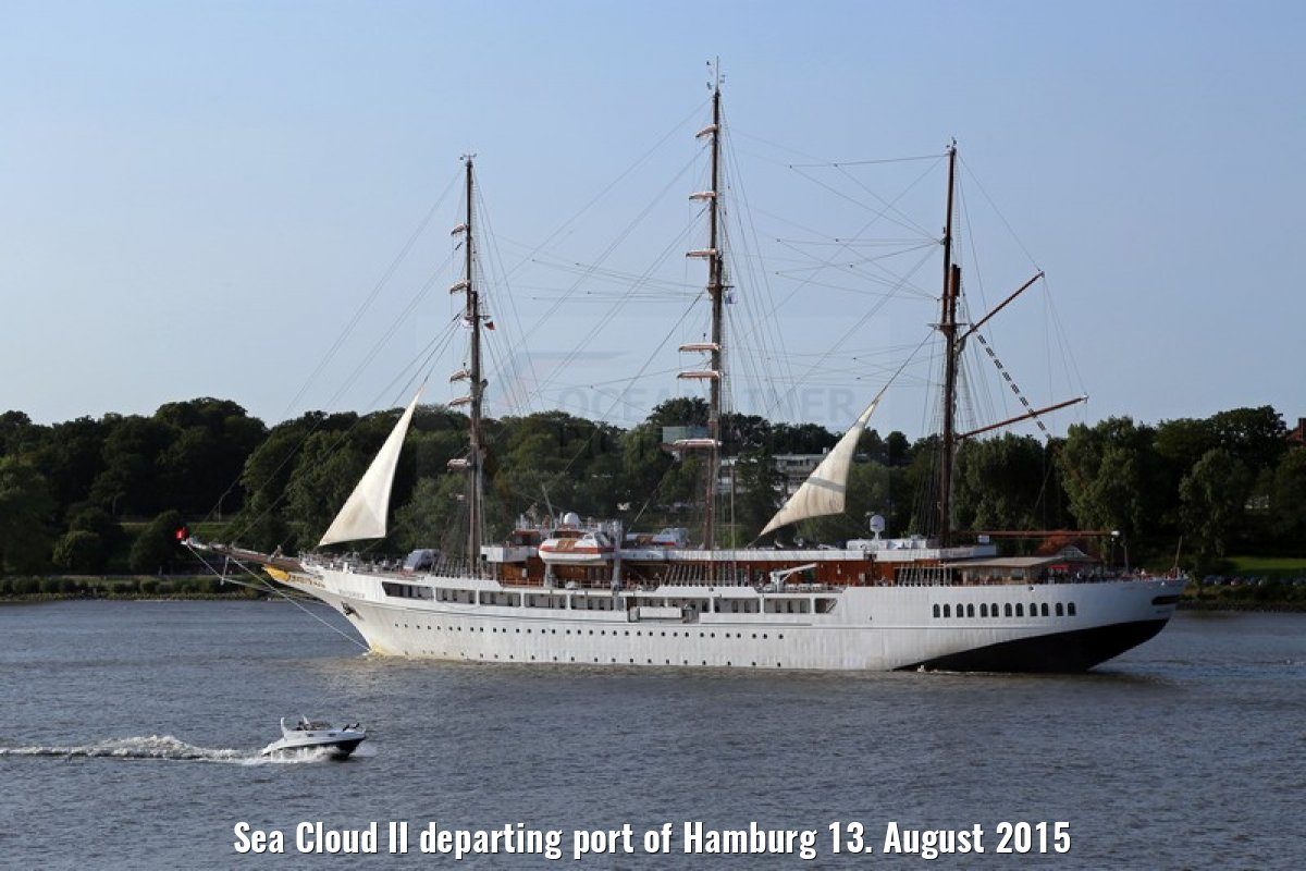 Sea Cloud II departing port of Hamburg 13. August 2015